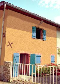 variations de couleur de facade et peinture de volets sur une maison. Black Bedroom Furniture Sets. Home Design Ideas
